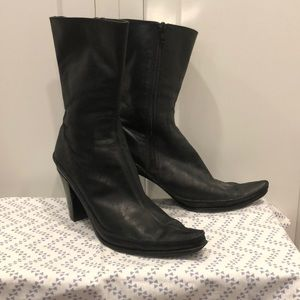 Pointed ankle boots leather used